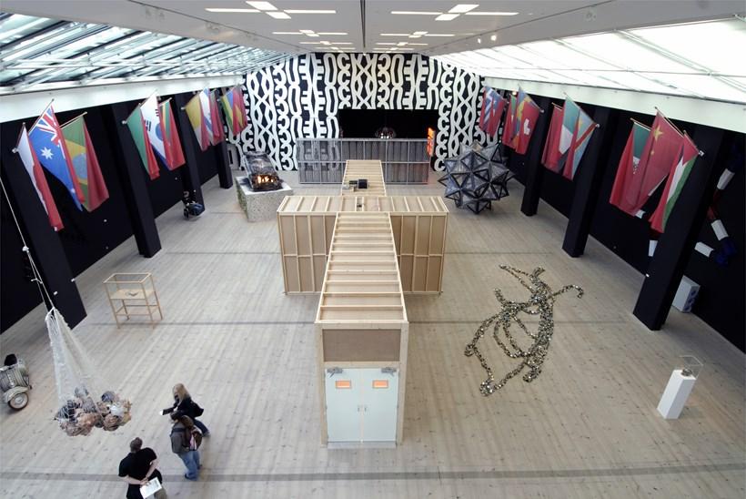 Kendell Geers: Irrespektiv: Exhibition image (01)