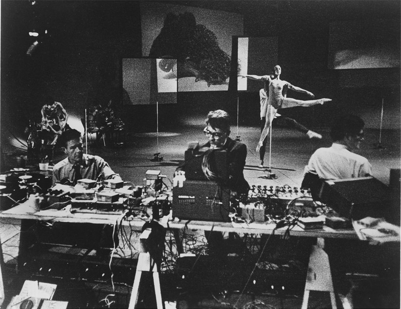 John Cage, David Tudor, Gordon Mumma (foreground), Caroline Brown, Merce Cunningham, Barbara Dilley (background): Variations VII
