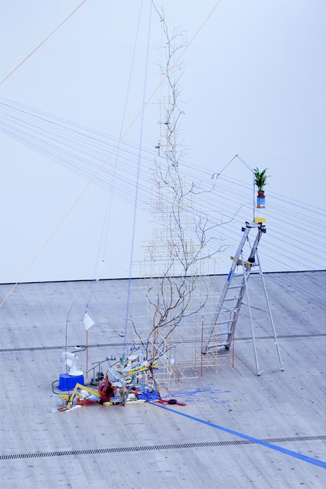 Sarah Sze: Tilting Planet: Exhibition Image (03)