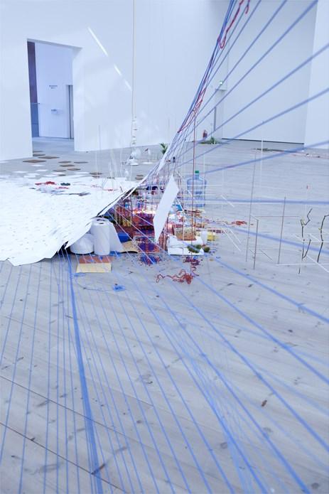 Sarah Sze: Tilting Planet: Exhibition Image (04)