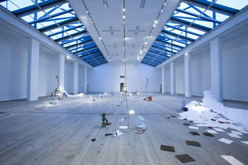 Sarah Sze: Tilting Planet: Exhibition Image (06)
