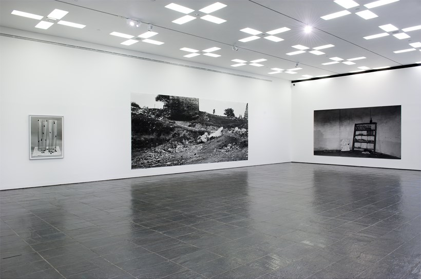 Hannah Collins: Installation View (02)