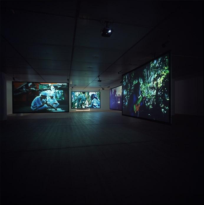 Julian Rosefeldt: Asylum: Exhibition Images (09)